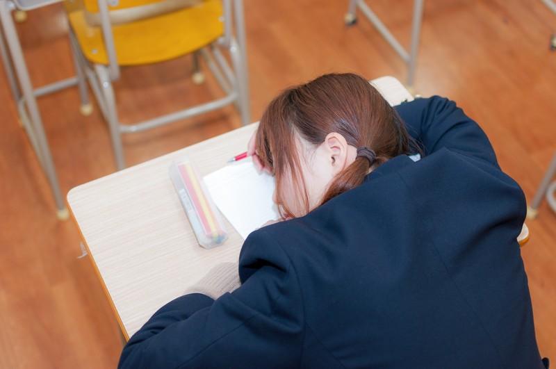 慢性上咽頭炎でいつも眠い女子高生
