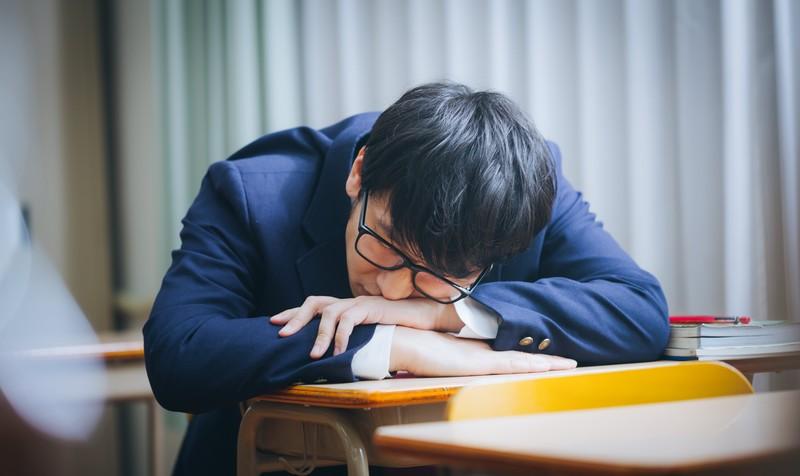 睡眠負債を抱える学生
