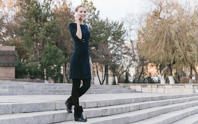 モデル歩きする発達障害当事者の女性