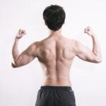 腕相撲の試合に臨む発達障害当事者の男性