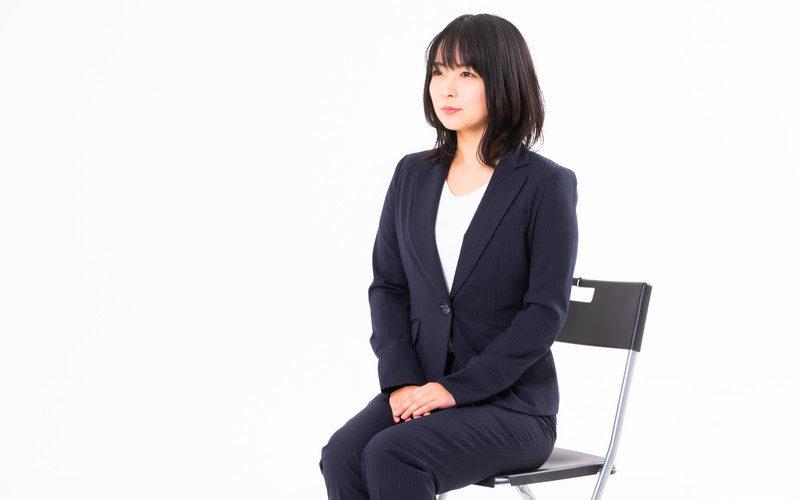 面接を受ける発達障害当事者の女性